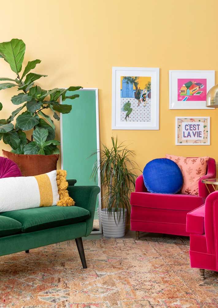 Uma sala colorida, alegre e marcada pelo contraste de cores
