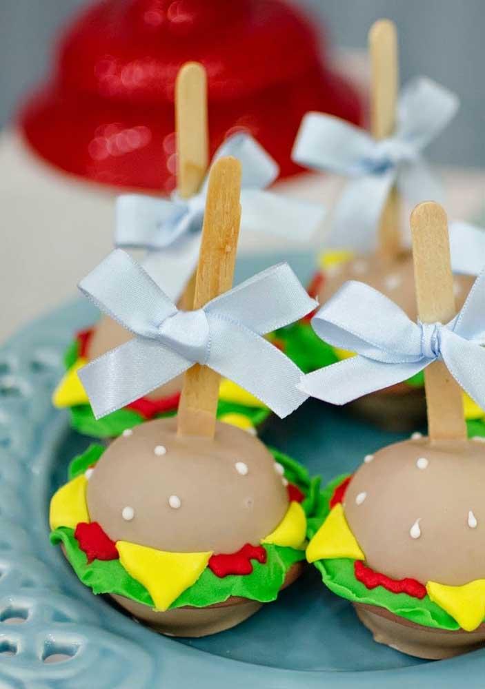 Hambúrgueres! A iguaria mais pedida no desenho do Bob Esponja, só que aqui ela é servida na versão doce