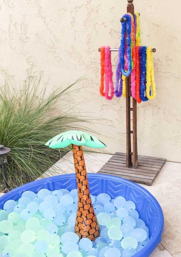 Se tiver espaço para uma piscina de bolinhas ao ar livre, a festa fica ainda melhor!
