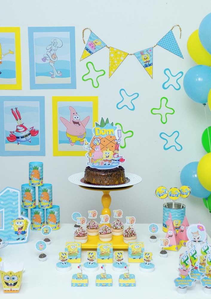Use as lembrancinhas e os docinhos para ajudar a decorar a mesa do bolo Bob Esponja