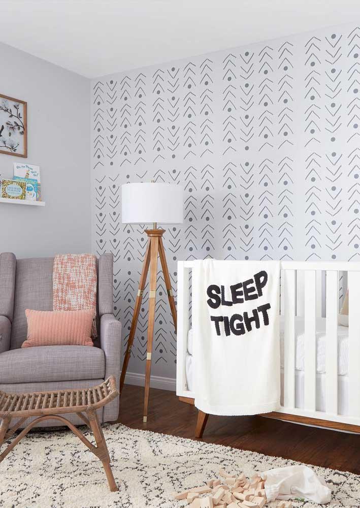 Tons neutros e claros marcam essa outra decoração de quarto de bebê masculino
