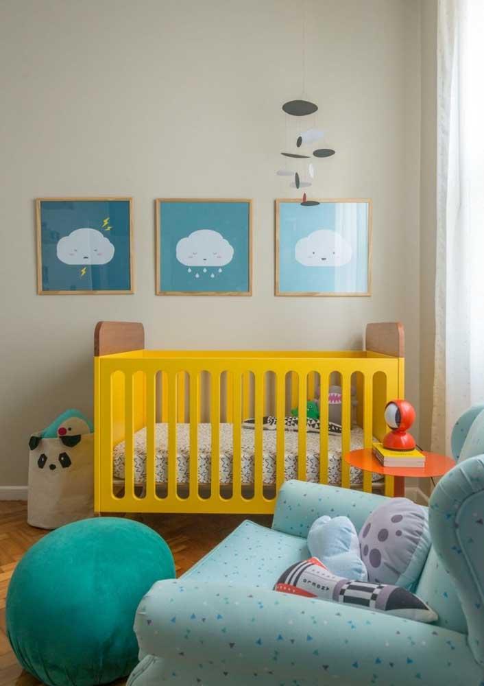 Olha que solução moderna e divertida para o quarto de bebê: azul e amarelo