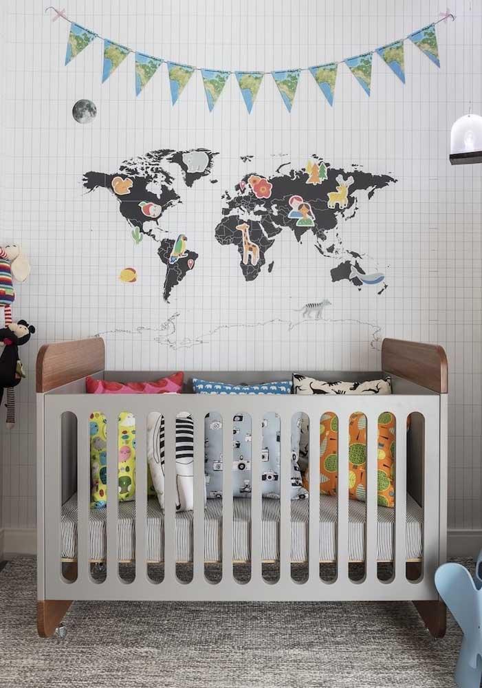Adesivos e bandeirolas também são capazes de mudar de forma rápida e fácil a decoração do quarto infantil