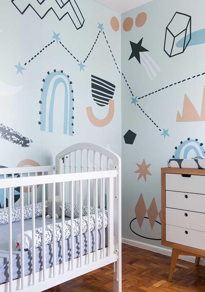Adesivos divertidos fazem a decoração desse quarto de bebê masculino simples