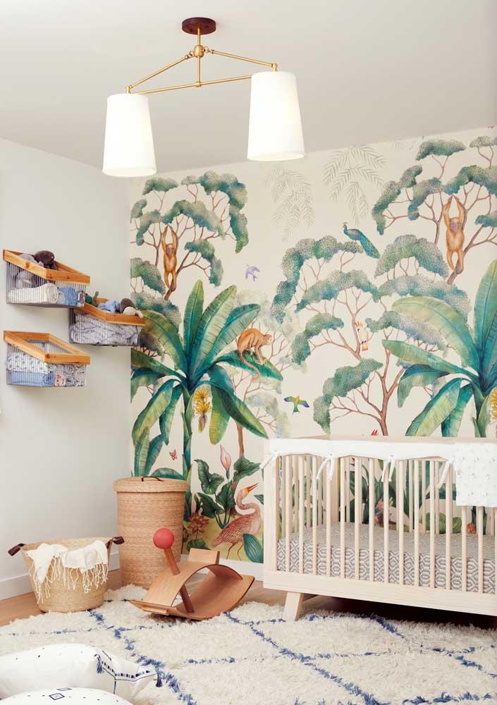 """O papel de parede não precisa remeter a padronagens muito infantis, você pode optar por uma estampa mais """"madura"""""""