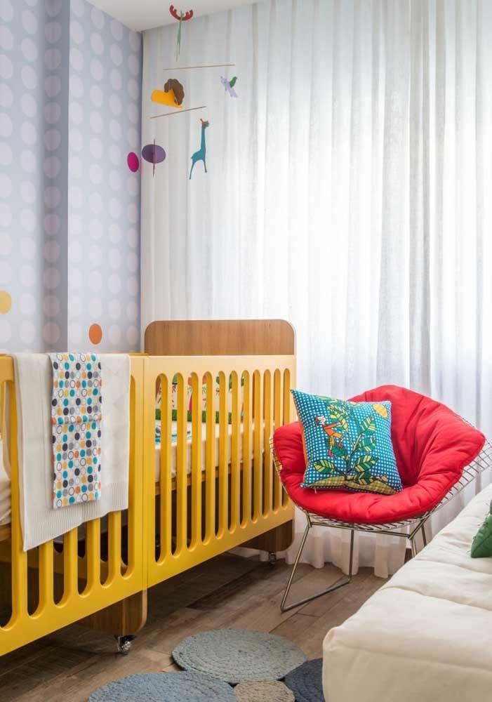 Quer cores vivas no quarto de bebê? Então insira-as nos detalhes e sem cair em exageros