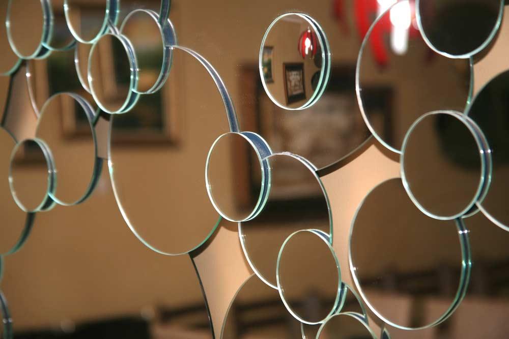 Como cortar espelhos: materiais necessários, dicas e passo a passo
