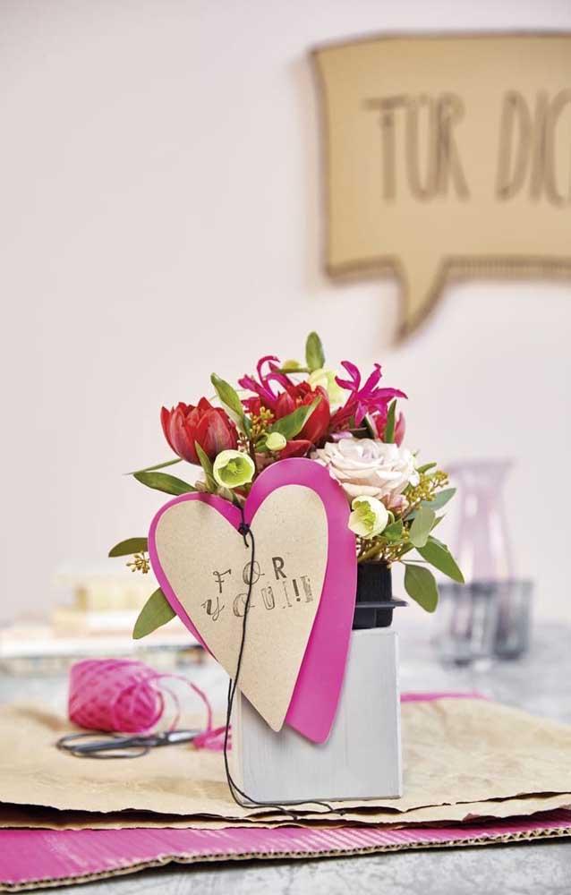 Vasinho de flores e um cartão! Uma surpresa simples e eficiente
