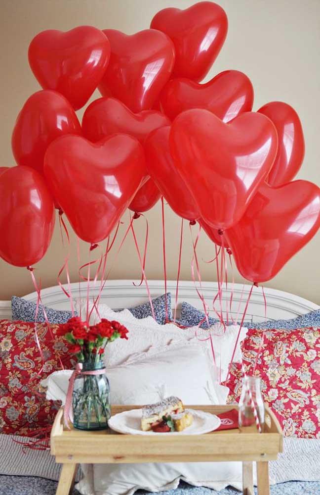 Para garantir aquele toque romântico ao café da manhã use balões em formato de coração