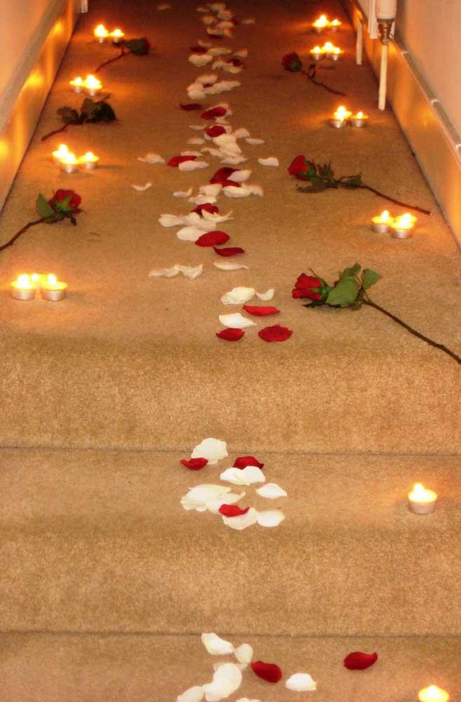 Que tal fazer sua namorada caminhar sobre flores?