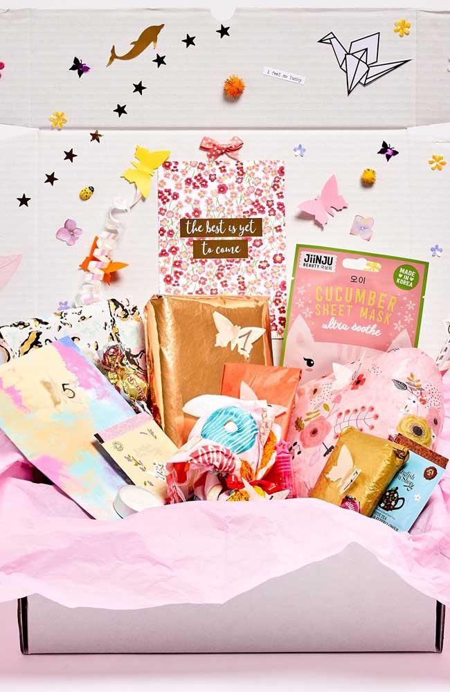Surpresa para namorada na caixa: alegre, colorida e divertida