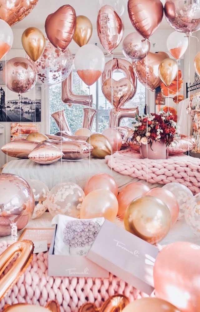 Encha o quarto dela com balões de coração