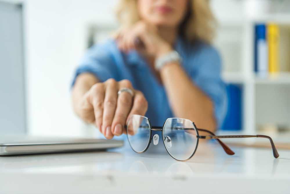 Como limpar óculos de grau: conheça as técnicas e os materiais