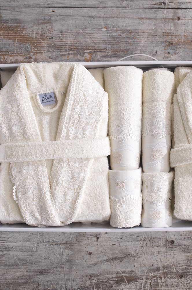 Kit de banho rendado completo: roupão e toalhas para o casal