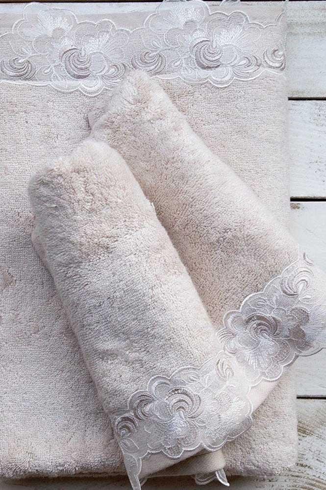 Renda floral para o barrado dessas toalhas