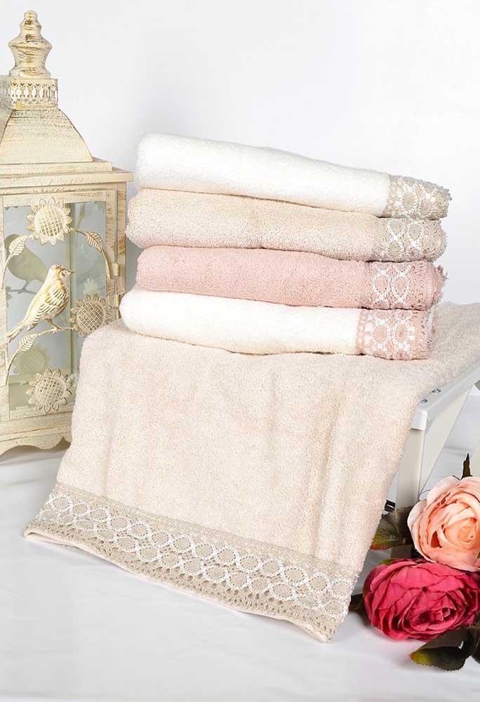Barrado simples de renda, mas capaz de transformar qualquer toalha