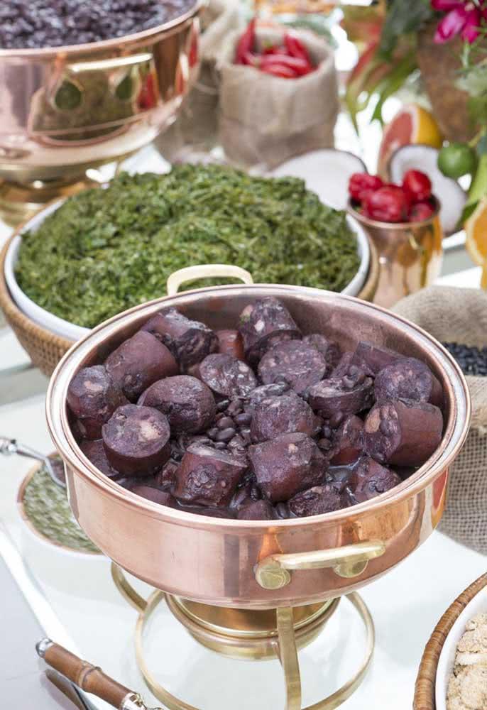 Preparação com buffet para os pratos principais da festinha Boteco