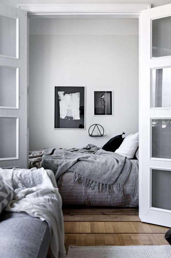 Já os moderninhos vão adorar a ideia de um quarto de solteiro em preto e branco
