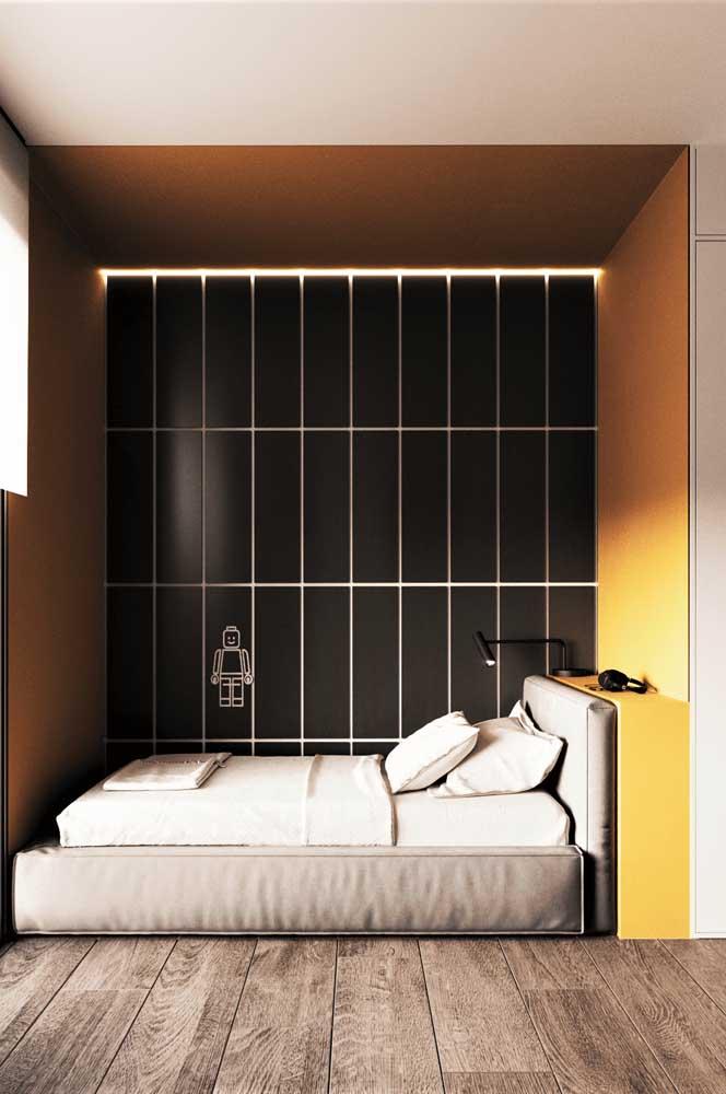 Encoste a cama na parede para abrir espaço no quarto