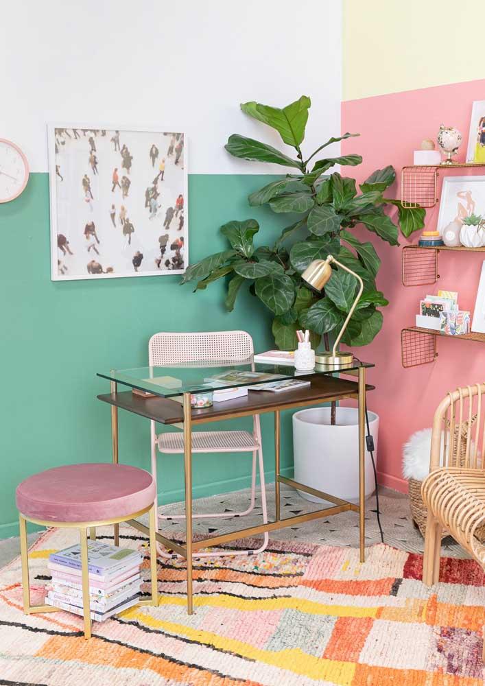 Escritório em casa simples e bem colorido, mas sem cair em distrações