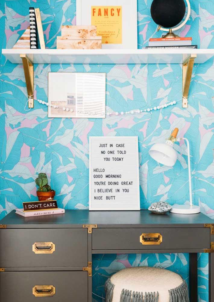 Que tal um papel de parede para completar a decoração do escritório em casa?
