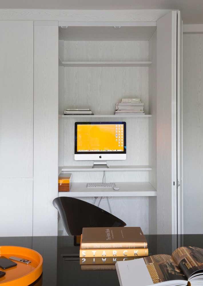 E o que acha de colocar o escritório dentro do armário?