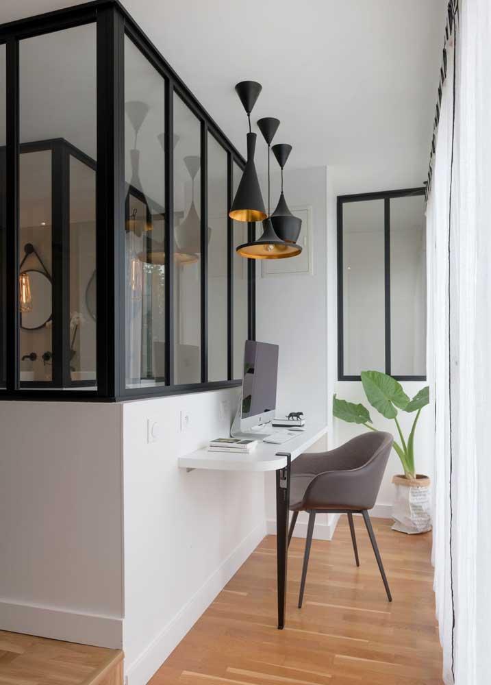 Mini escritório em casa montado com muita funcionalidade e conforto