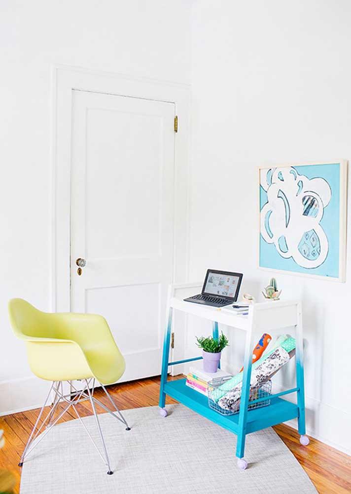 O que acha de transformar o carrinho de chá em um escritório móvel?