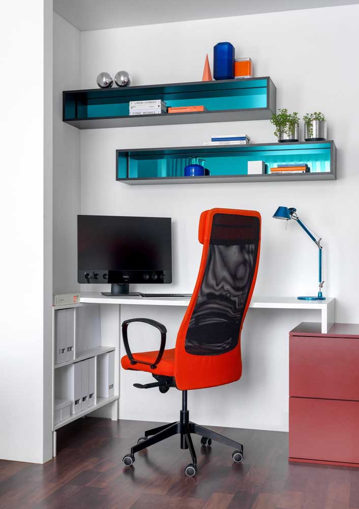 O apoio para cabeça também contribui para o conforto no ambiente de trabalho