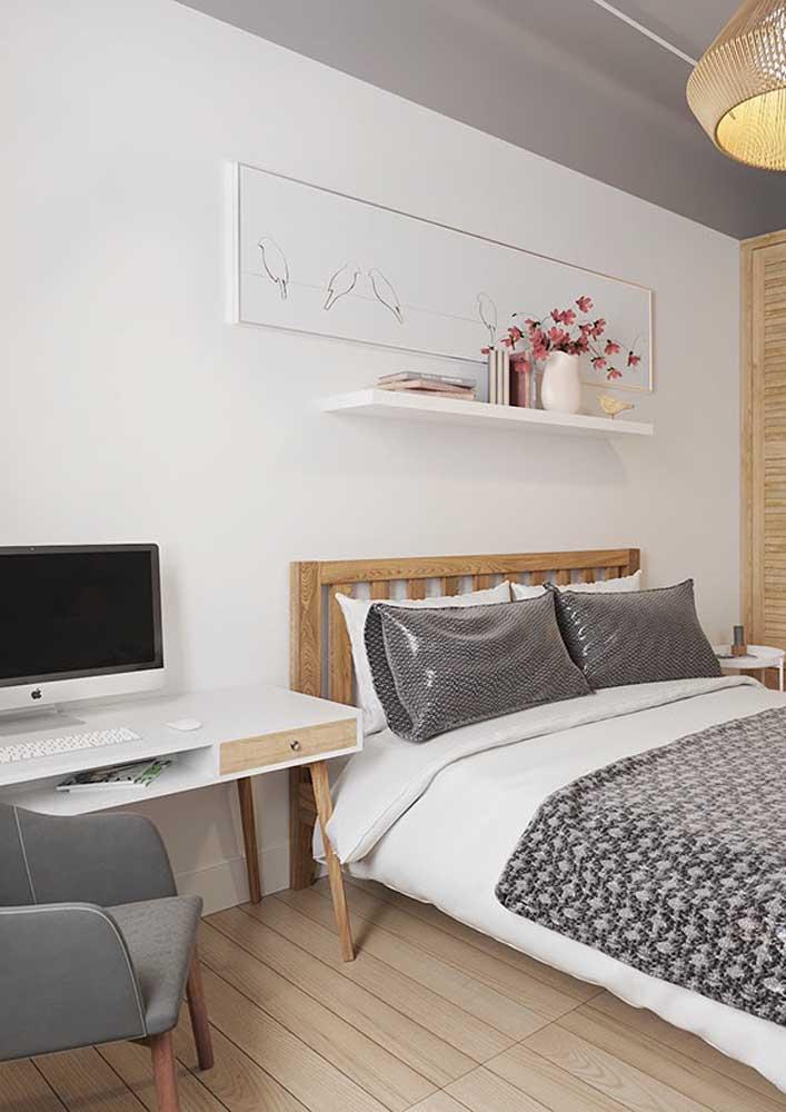 Aquele cantinho ao lado da cama é mais do que suficiente para montar o escritório em casa