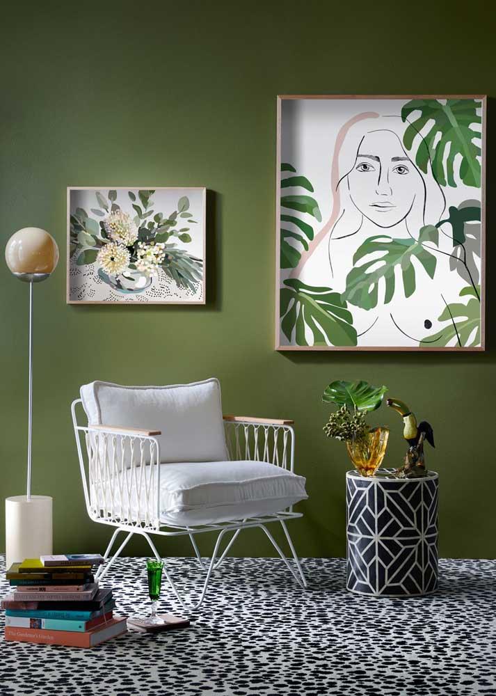 O verde pode ser inserido na sala pela tinta da parede, pelos quadros e pela presença das plantas
