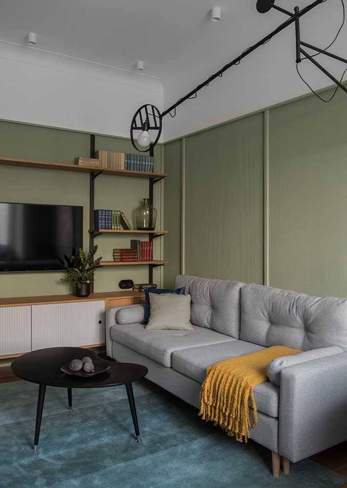 Sala verde e cinza para uma decoração discreta, clean e moderna