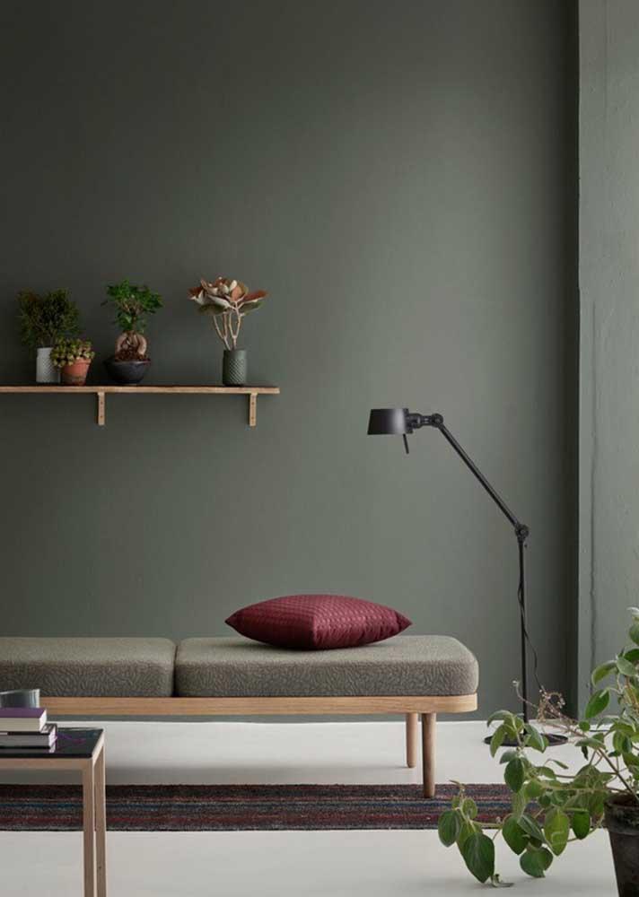 Quanto mais fechado o tom de verde, mais clássica e sóbria a decoração da sala de estar