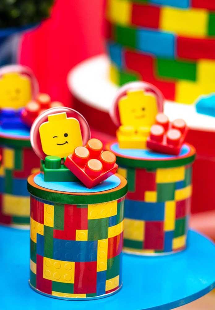 Potinho surpresa decorado com o tema Lego