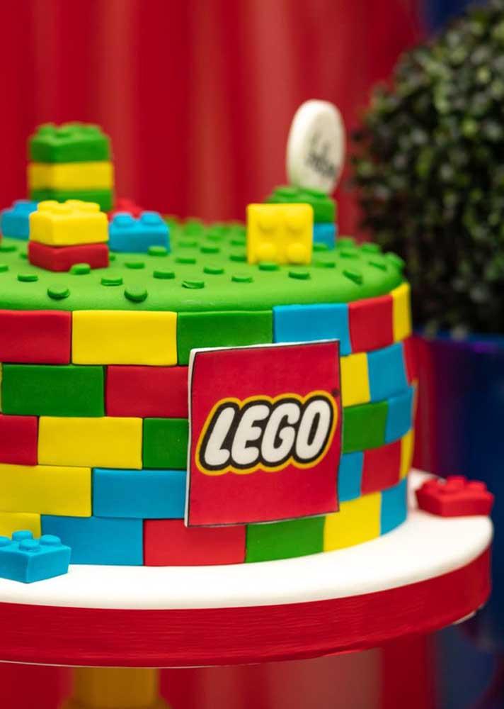 Bolo Lego feito com pasta americana