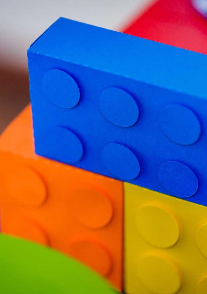 Quer peças Lego gigantes? É só fazer com caixas de papel ou papelão