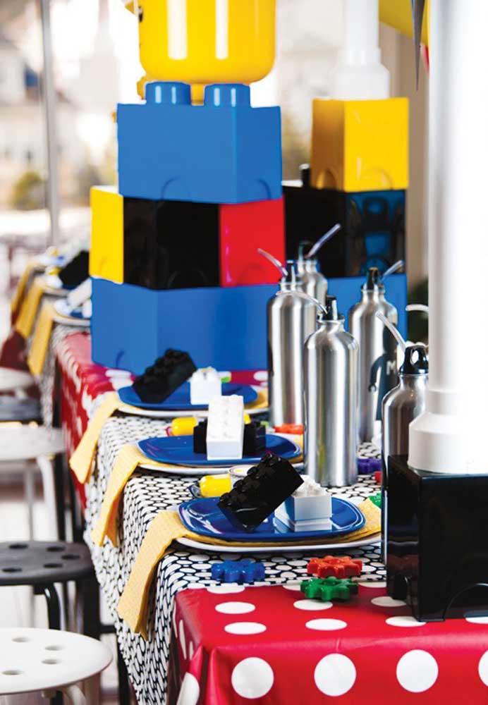 Bloquinhos de Lego para decorar os lugares da mesa posta