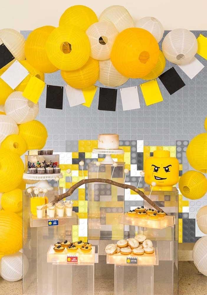 E o que acha de fugir um pouco do padrão e fazer uma festa Lego de uma cor só?