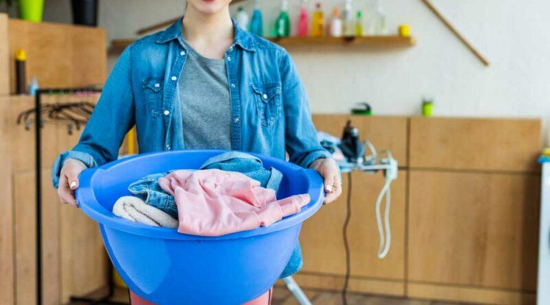 Como tirar graxa de roupa: veja o passo a passo fácil