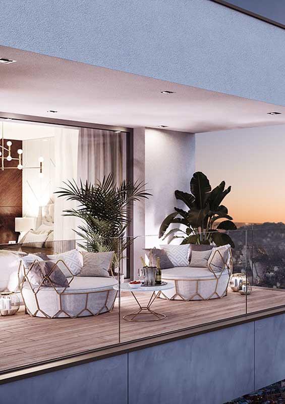 Sofá redondo para varanda de apartamento. O charme fica por conta da estrutura dourada que envolve o móvel