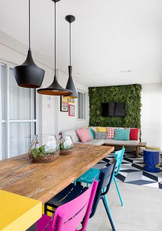 Já esse sofá retangular para varanda soube tirar proveito da aparência moderna do aço e do conforto do estofado aveludado