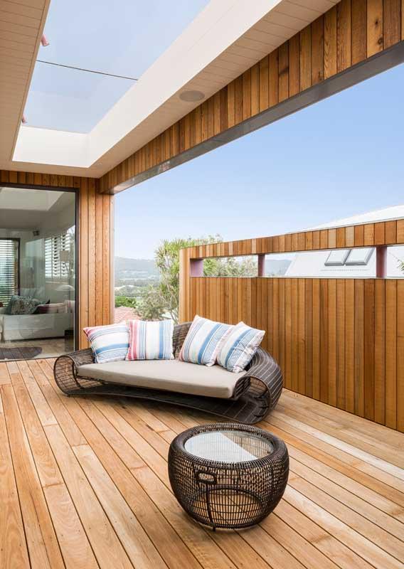 Nada como um belo design no sofá para deixar a varanda ainda mais bonita