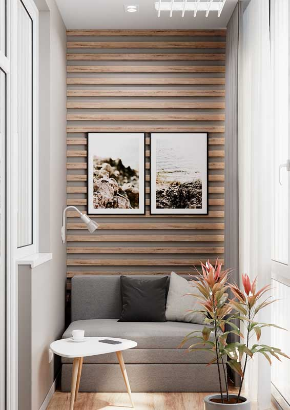 Varanda pequena de apartamento com sofá sob medida