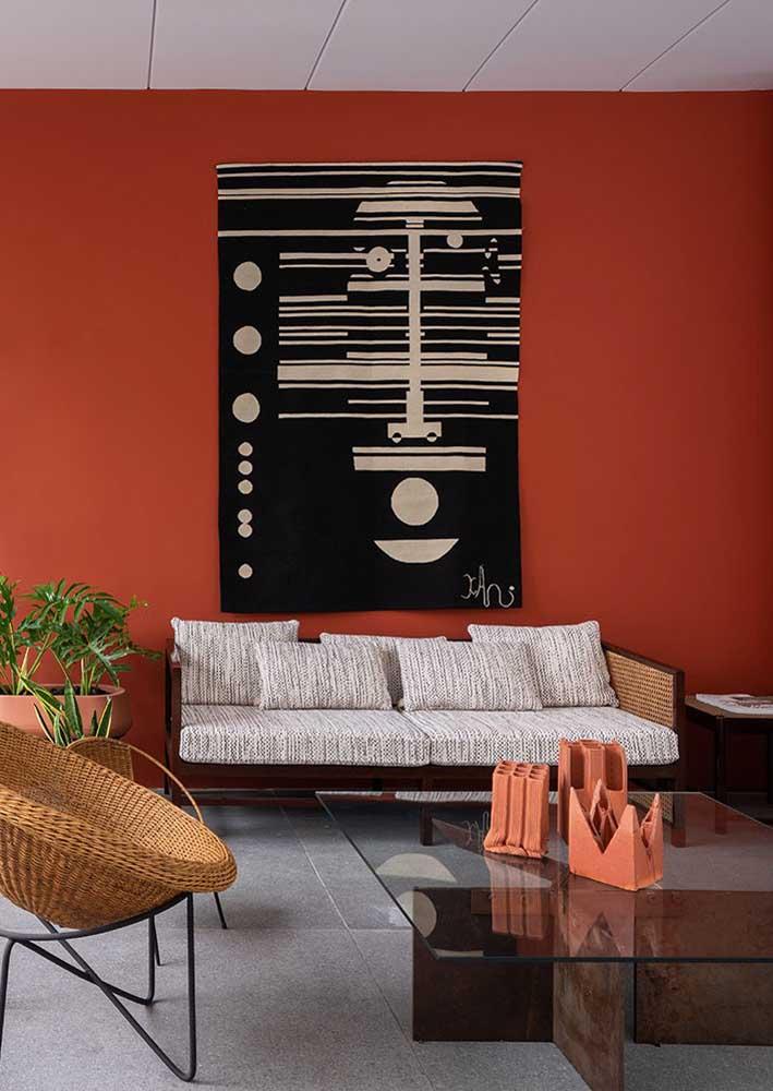 Sala de estar com parede vermelha. Não precisa de mais nada!