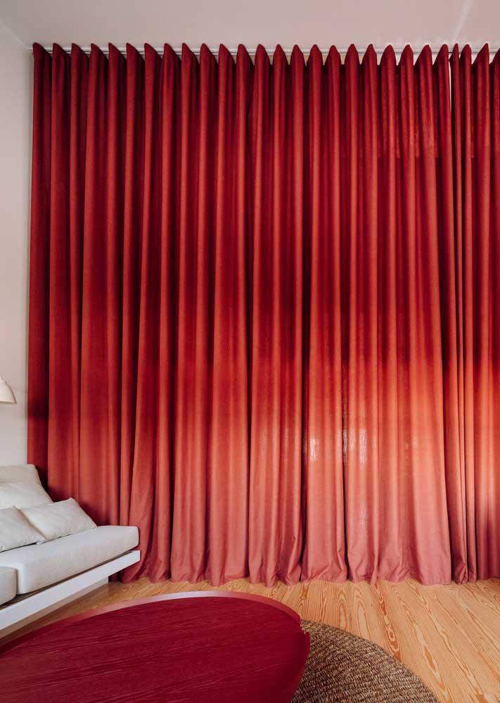 Para ganhar um ambiente exclusivo, basta fechar a cortina vermelha