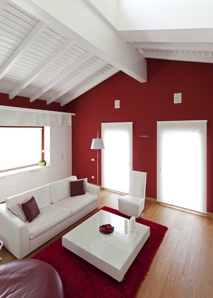 Sala vermelha e branca: combinação perfeita para quem não quer errar