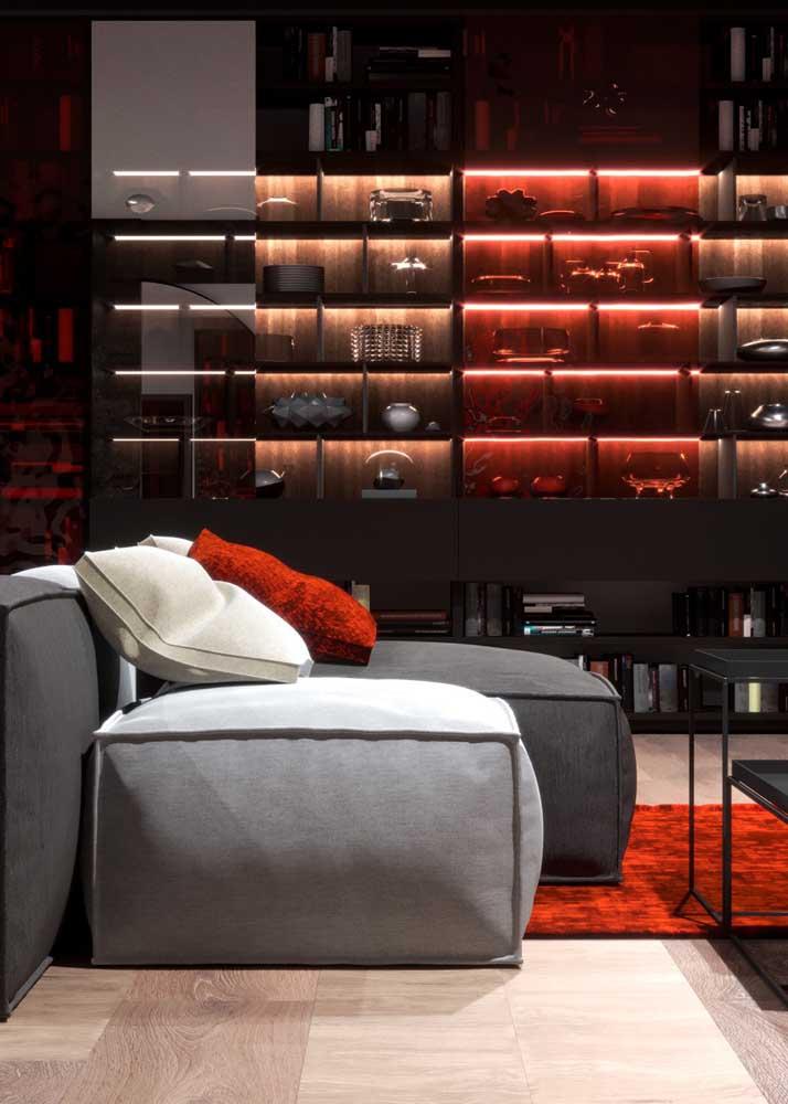 Para uma sala elegante e moderna aposte na combinação entre vermelho e cinza