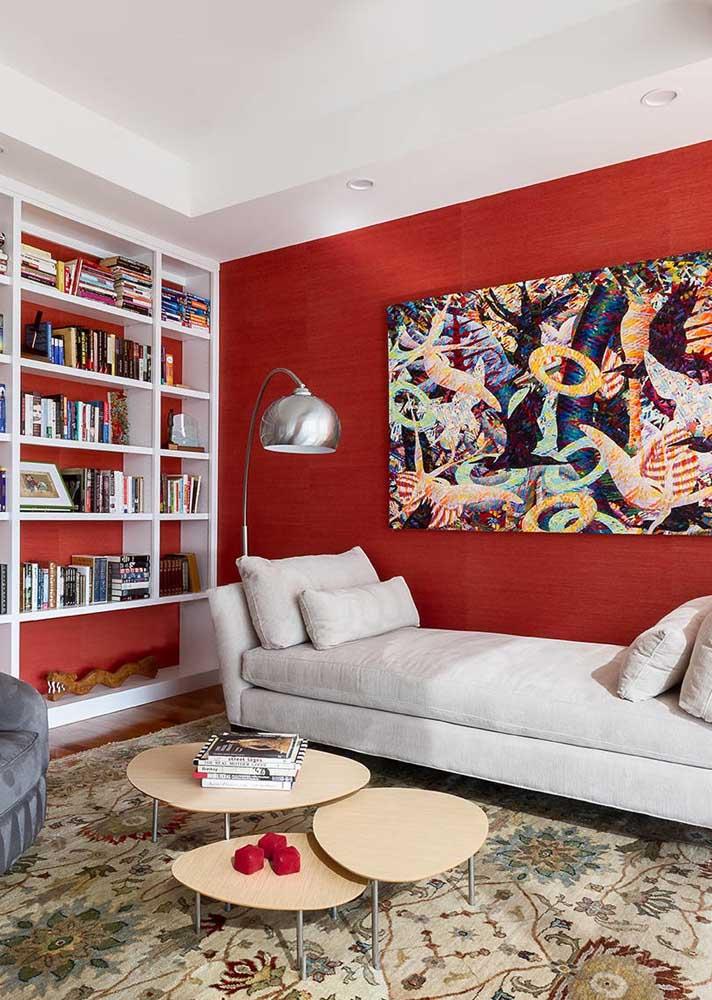 Uma solução simples e prática para trazer o vermelho para sala: pinte as paredes!