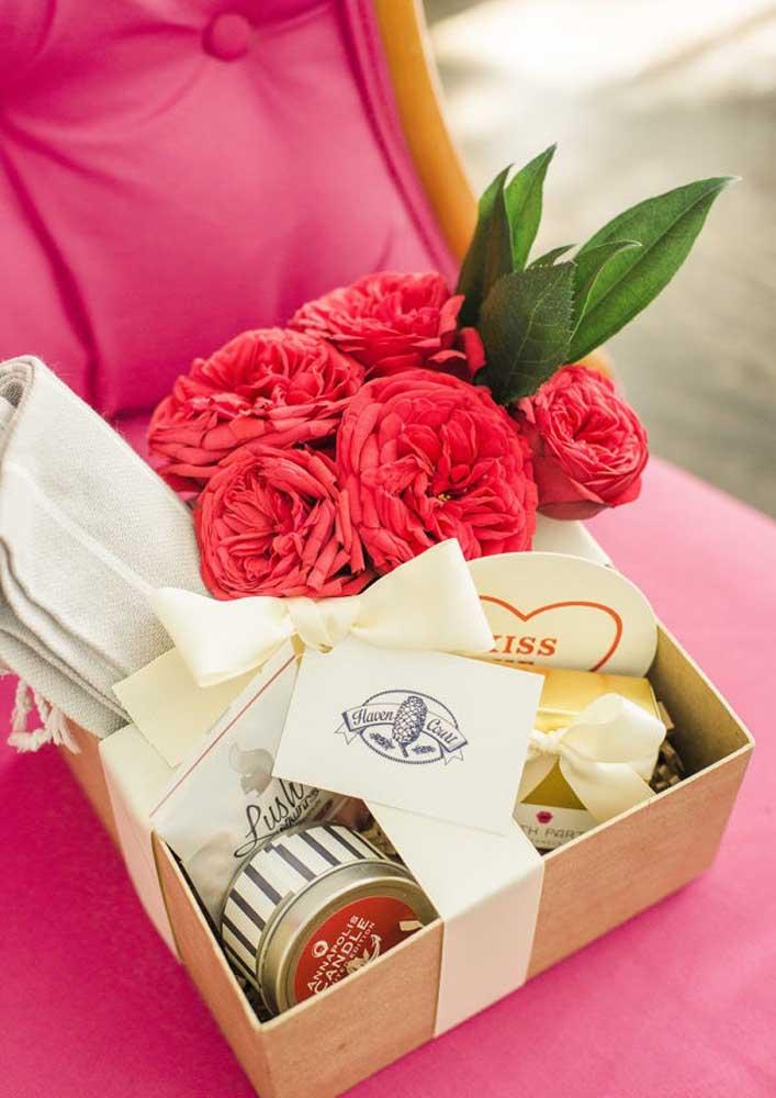 Caixa surpresa com flores e chocolate: boa pedida para o dia das mães ou para presentear uma amiga