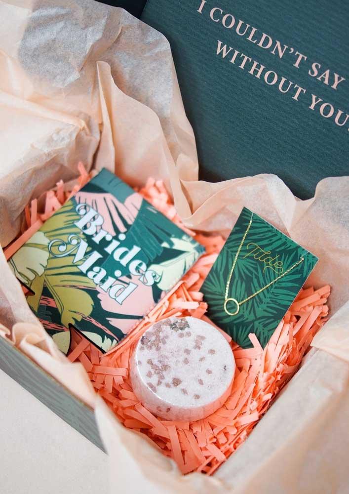 A caixa surpresa também pode ser um ótimo convite de casamento para padrinhos, madrinhas e damas de honra
